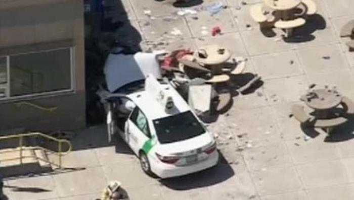В Бостоне автомобиль въехал в толпу прохожих: девять человек госпитализированы