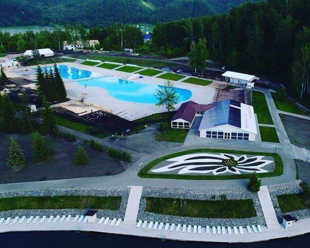 В Горном Алтае на озере Ая открылся комплекс открытых бассейнов
