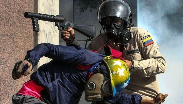 В Венесуэле сторонники Мадуро ворвались в парламент, ранены несколько депутатов