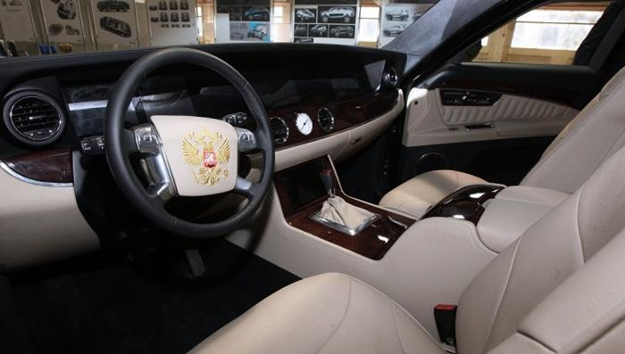 Владимир Путин проехался на новом российском лимузине «Кортеж»