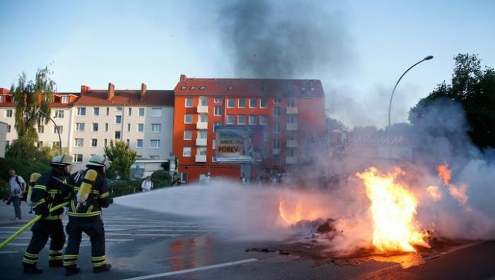 В Гамбурге тысячи радикалов столкнулись с полицией: «Добро пожаловать в ад»