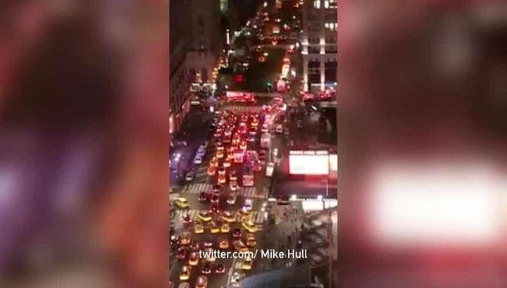 Пассажирский поезд сошел с рельсов в центре Нью-Йорка