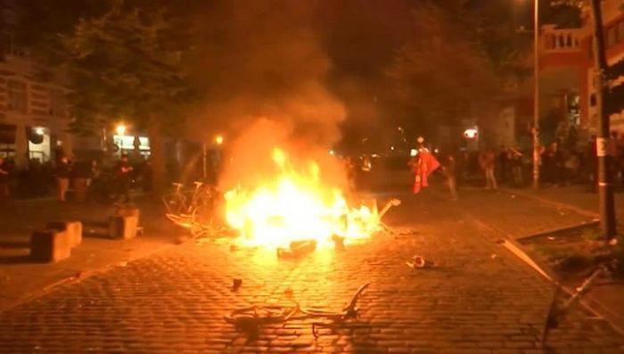 В Гамбурге при столкновениях с протестующими пострадали десятки полицейских