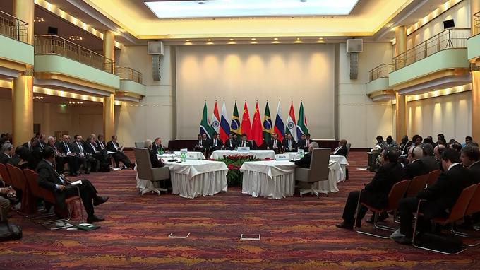 В Гамбурге встретились лидеры стран-членов БРИКС (Бразилия, Россия, Индия, КНР и ЮАР)