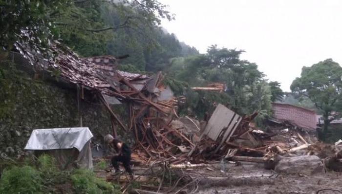 Сильнейшее наводнение в Японии: 15 погибших, десятки пропавших без вести