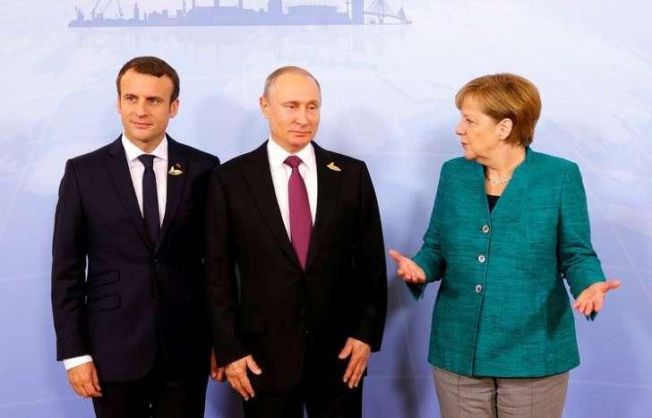 Президент Франции Эмманюэль Макрон, президент РФ Владимир Путин и канцлер ФРГ Ангела Меркель