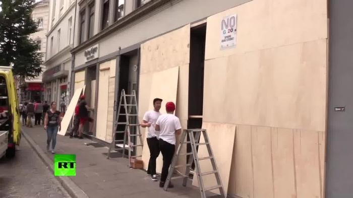 В Гамбурге заколачивают витрины в ожидании протестов «цивилизованных европейцев»