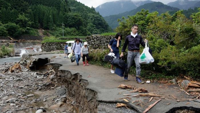 В Японии на острове Кюсю прошли мощные ливни, число жертв возросло до 18 человек