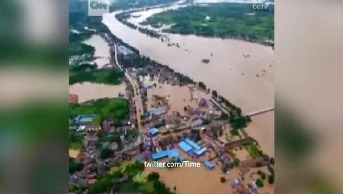 В Китае 83 человека стали жертвами стихийного наводнения
