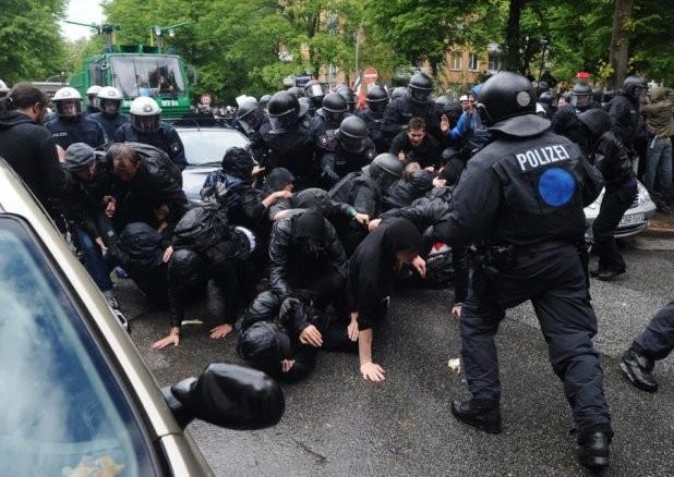 В ЕС можно применять против «онижедетей» пулеметы, демократия позволяет!