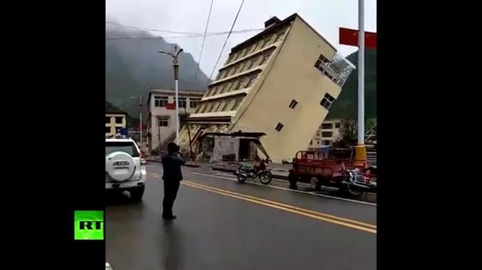 В Тибете наводнением смыло пятиэтажный дом