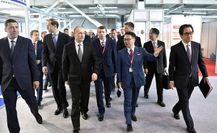 Владимир Путин посетил международную выставку ИННОПРОМ-2017