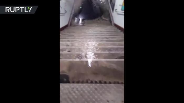В Париже затопило 15 станций метро из-за сильного ливня