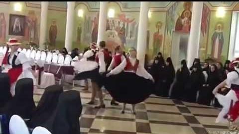 Танцы и акробатика в храмах: чего только не придумают попы чтобы заманить к себе