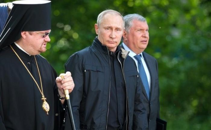 Владимир Путин посетил Коневского монастырь