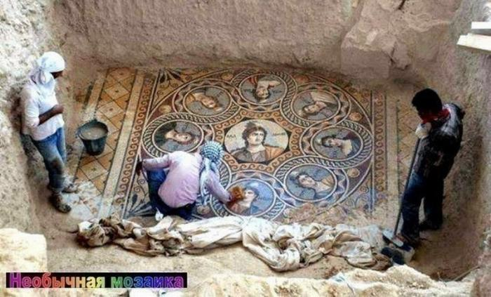 В Турции раскопали фрески «древнего Рима» и обнаружили надписи на Русском!