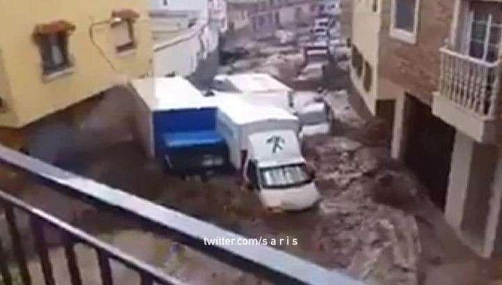 В Стамбуле затоплено несколько станций метро в результате сильного ливня