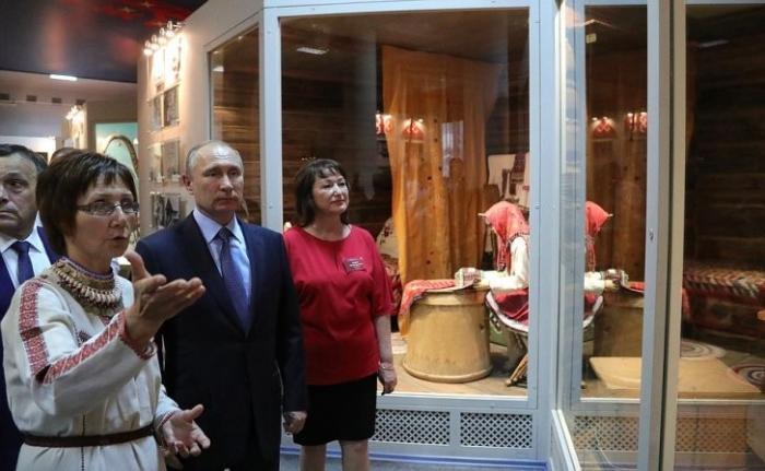 Владимир Путин посетил музей марийского народа – одного из немногих сохранивших язычество