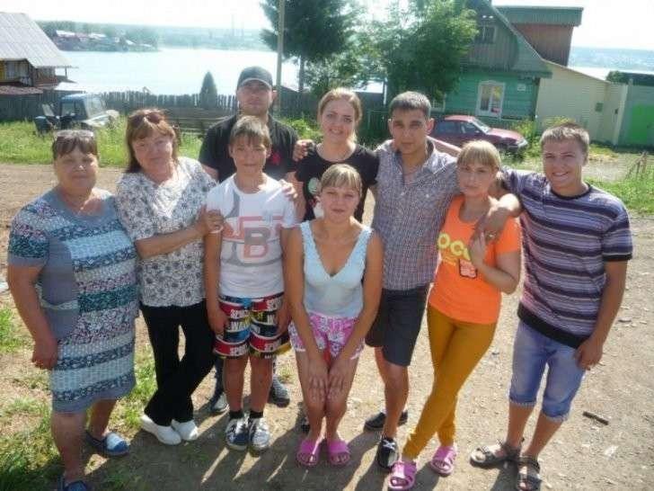 В Свердловской области многодетную мать с 12 детьми оставили без жилья, а депутаты ослепли