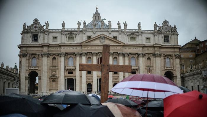Католицизм и педофилия: священники пороли и сношали мальчиков. «Хор был концлагерем»