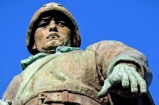 В Польше жители не позволили местным властям демонтировать памятник советским солдатам