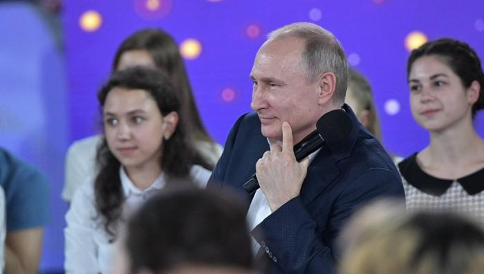 Владимир Путин ответил на вопросы школьников о псевдониме в КГБ и любимых приемах дзюдо