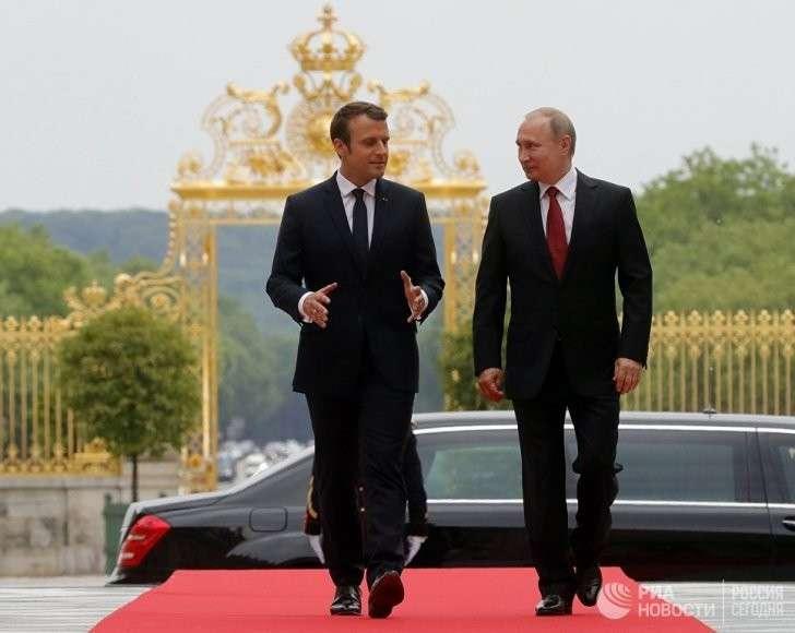 «Наполеон Макрон»: зачем французский президент воюет со своей армией. Ростислав Ищенко
