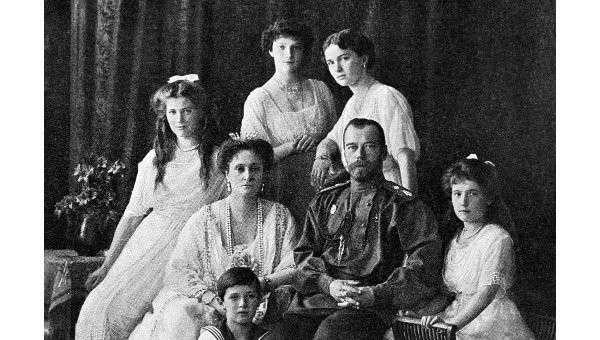 Император Николай II с семьёй