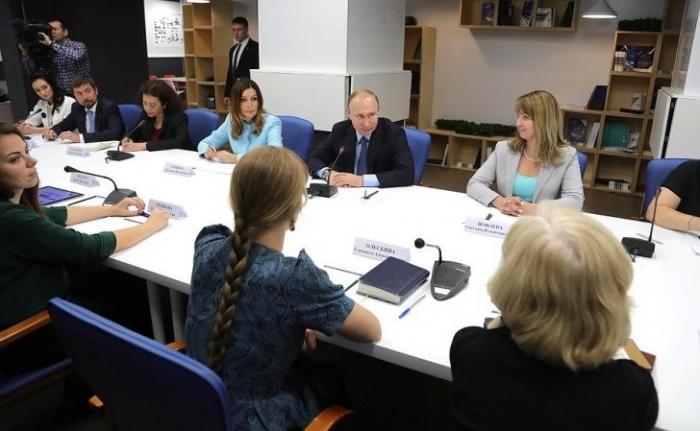 Владимир Путин провёл встречу с представителями социально ориентированных НКО