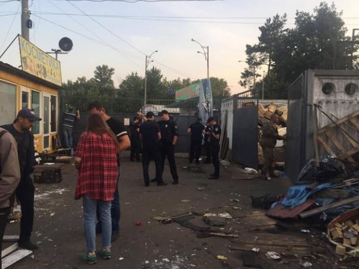 Киев: бандиты давят рынки бульдозерами в стиле лихих 90-х