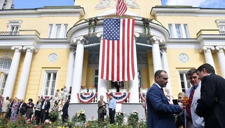 Кремль потребовал от США сократить число резидентов-дипломатов в России