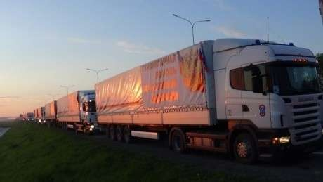 Шестьдесят седьмая автомобильная колонна МЧС России доставила гуманитарный груз жителям Донецкой и Луганской областей Украины (видео)