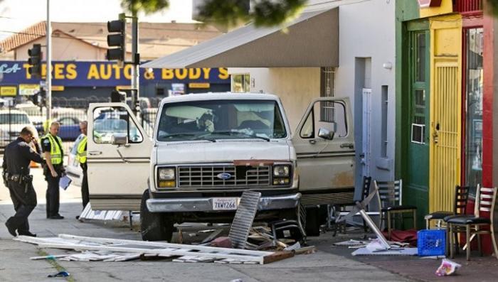 Теракт: В Лос-Анджелесе автомобиль въехал в толпу людей
