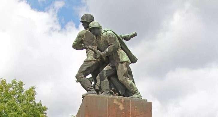 Кремль готовит Польше асимметричный ответ за уничтожение советских памятников