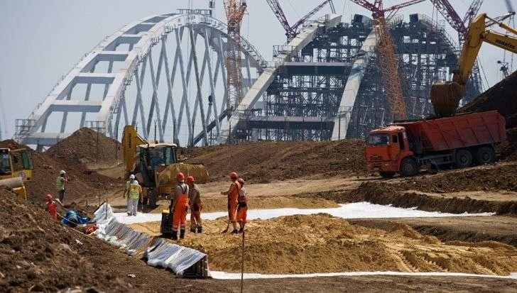 Керченский мост: строители закончили сборку автомобильной арки моста в Крым