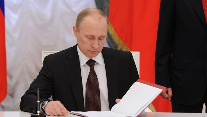 Владимир Путин подписал закон о погашении долгов крымчан перед украинскими банками