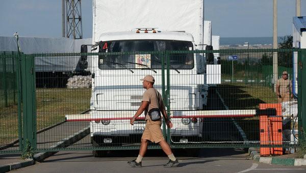 За сутки таможню прошли 34 российских грузовика с гуманитарным грузом
