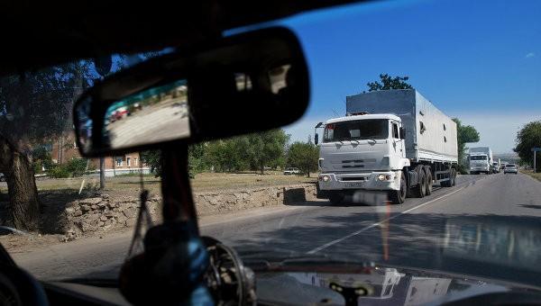 Первые грузовики с российской гуманитарной помощью прибыли в Луганск