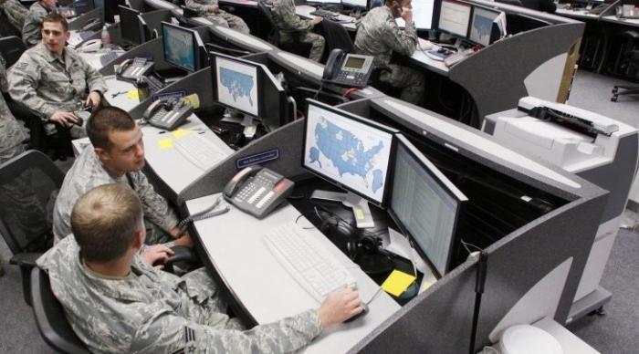 ВМС США будут шпионить за соцсетями на русском, английском и французском языках
