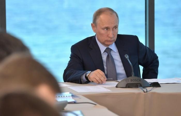 Владимир Путин велел чиновникам не играть с населением в «бюрократический футбол»