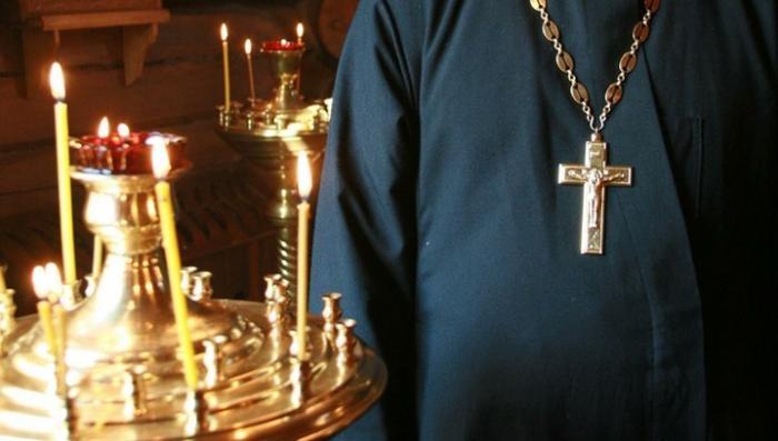 Священника задержали в притоне проституток и подозревают в работорговле