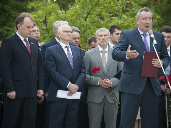 Рогозин пообещал «надрать НАТО задницу»