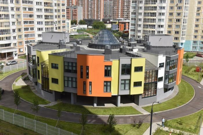 ВМосковской области ударными темпами идёт строительство новых детских садов и школ