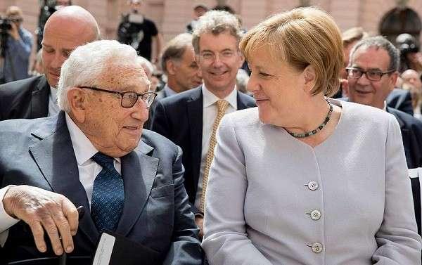 Выборы в Германии 2017: Меркель сбежала от вопросов русских журналистов