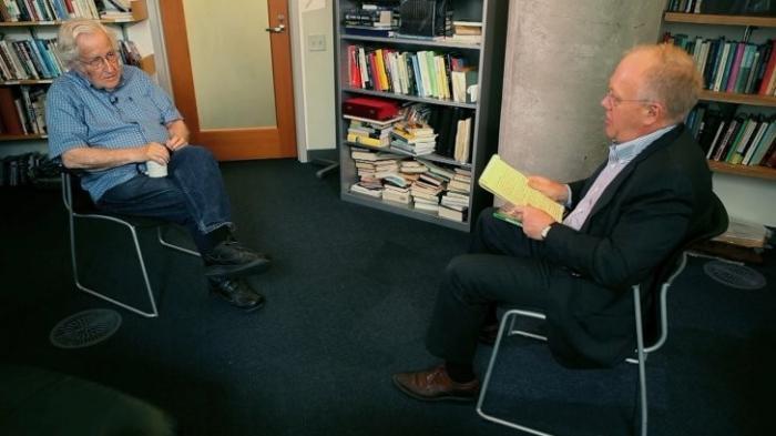 Как власть в США перешла к Мировому Правительству, рассказал Ноам Хомский