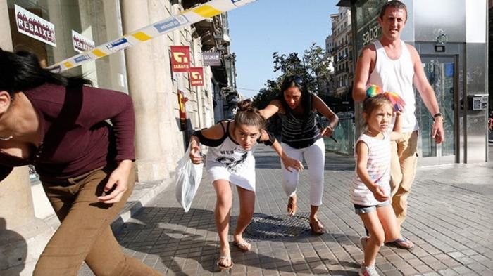 Теракт в Барселоне: «На меня побежала толпа людей, дети плакали», очевидцы о теракте