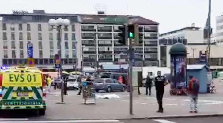 Финляндия: два человека погибли при нападении фанатика с ножом