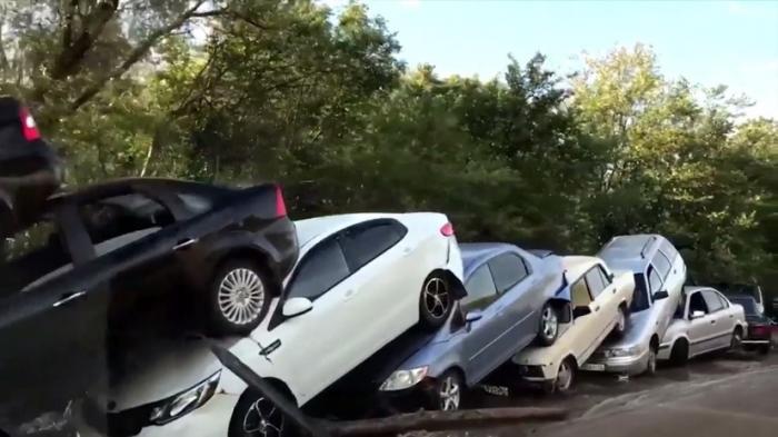Крым: в Судаке селевой поток уложил полсотни машин друг на друга