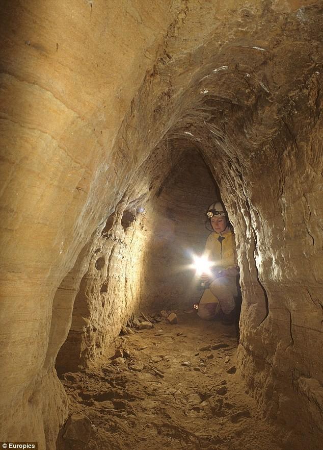 Подземные туннели опутали всю Европу и были построены 12 тысяч лет тому
