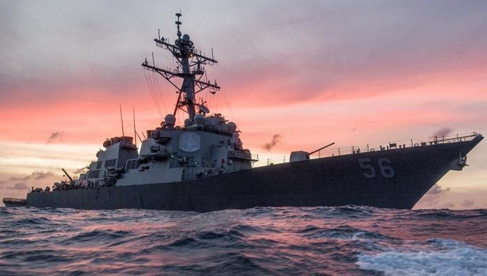 Эсминец США столкнулся с торговым судном, опять!